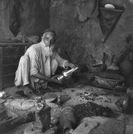6.Arab – miednik – mesgar  na bazarze w Dawlatabadzie, foto. M. Gawęcki, 1976