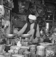 7. Sklepik na bazarze w Kaysar, foto. M. Gawęcki, 1976